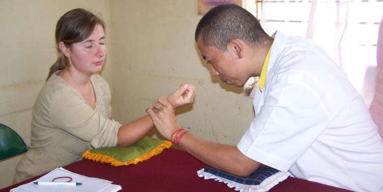 MU Difusion 7 Norbulling abril 2017 Medicina tibetana consulta
